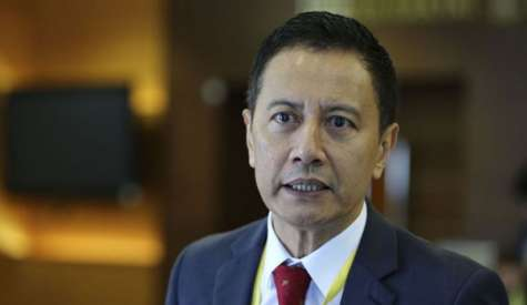 阿兹哈辞选委会主席 为出任下议院议长铺路